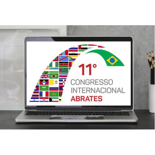 Laptop aberto com a logo do congresso na tela